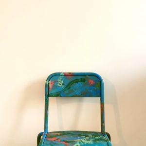 Chaise-décole-bleue-relookée_en-situation_Art4Design_Yacine-Ouelhadj