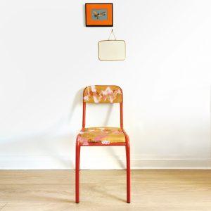 Chaise d'école rose relookée en situation_Art4Design_Yacine Ouelhadj